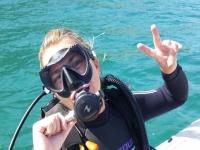 Inmersión de buceo y equipo en la costa de Denia