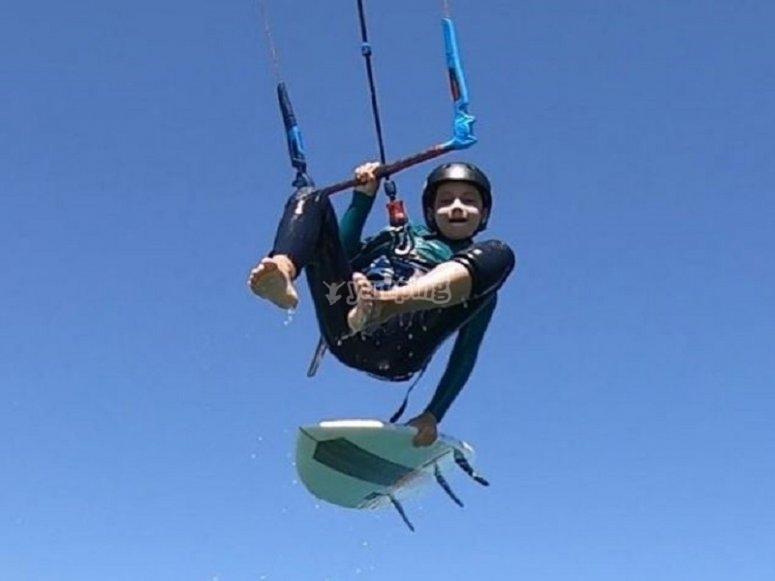在Valdevaqueros进行风筝冲浪