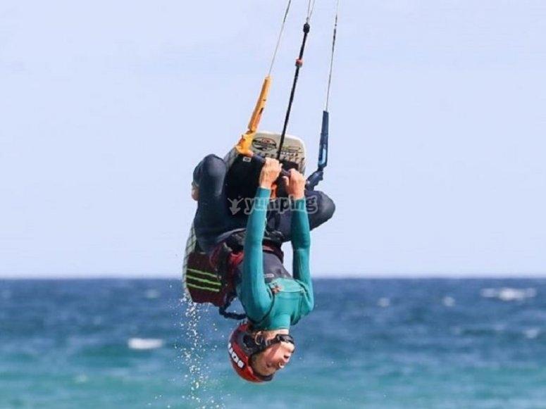 在进行风筝冲浪时进行Pirouette
