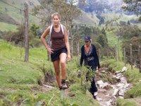ruta de senderismo en la naturaleza