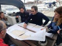 Clase teórica en la embarcación