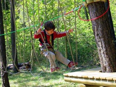Zip-line circuit for children in Saldes 1 hour