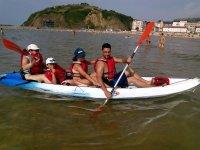 乘皮划艇的家庭