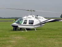 Supervisando el helicoptero en tierra