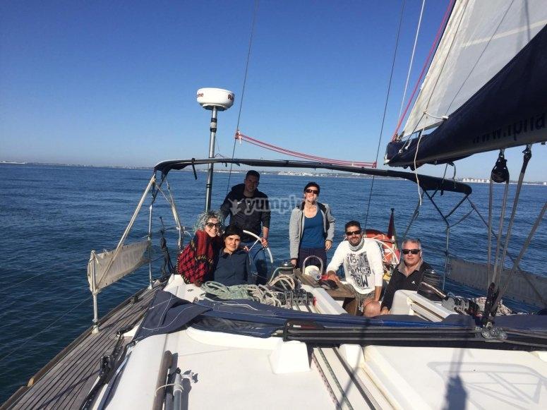 A bordo del velero con amigos