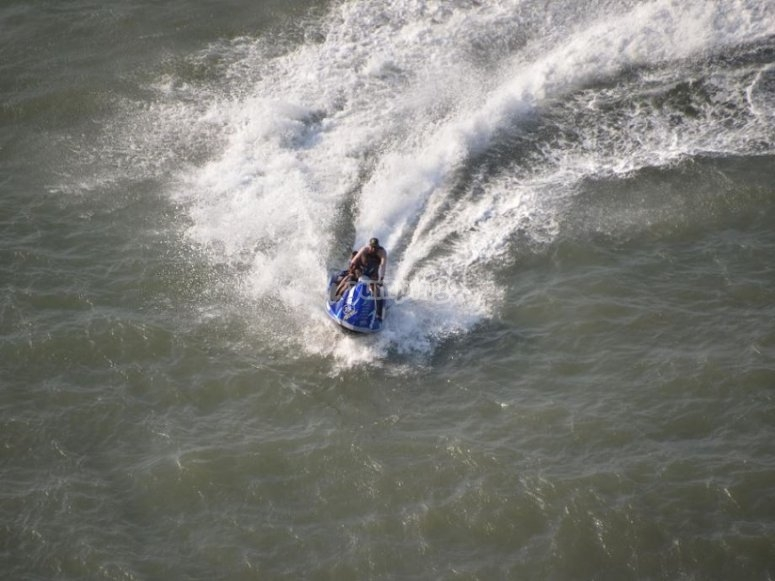 With the jet ski through the fresh waters