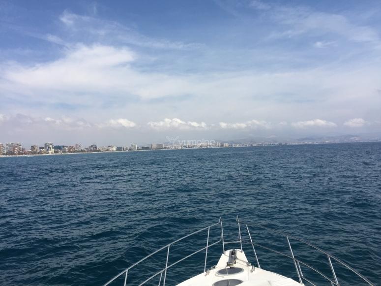 Avistando la costa de Alicante desde el yate