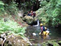 提供峡谷探险团队建设