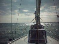 它提供海从船上注视