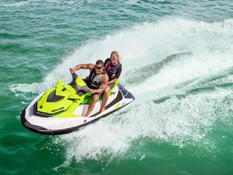 沿海两人座摩托艇