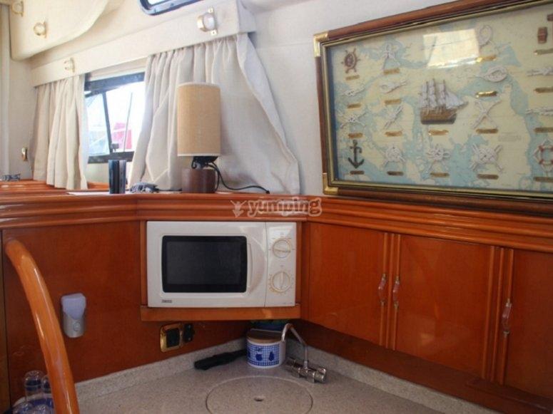 El acogedor interior del barco