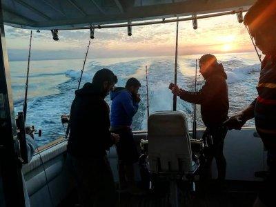 Pesca en yate y material en costa de Marbella 6 h