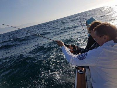 Jornada de pesca en barco en costa de Marbella 8 h