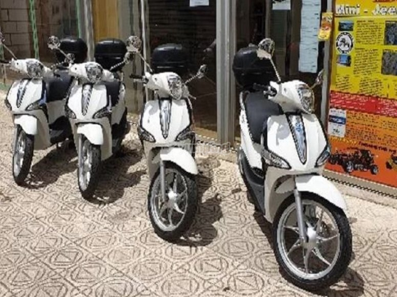 Scooters in Cala Millor