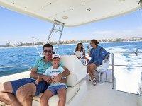 Paseo en barco con la familia por Oliva