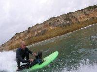 Surf niños en Tarifa con monitores expertos 1h30m