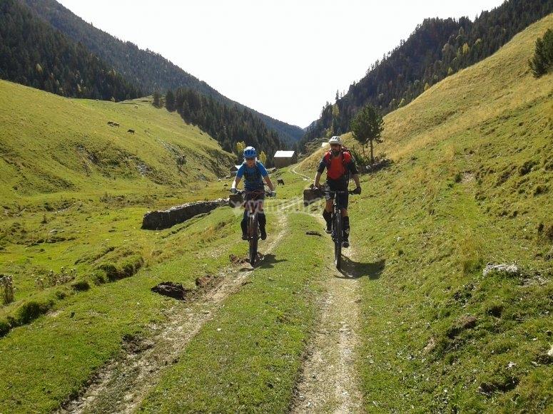Con las bicis por el valle