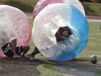 Jugar al futbol burbuja en Cadrete