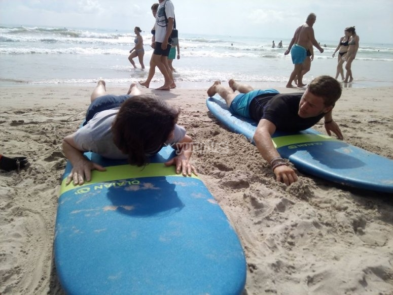 Learning surf techniques in the sand