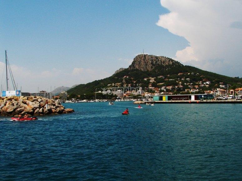 埃斯塔蒂特港口的风景
