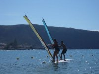 两个皮艇冲浪