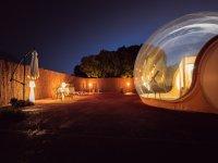 Habitación burbuja en el exterior