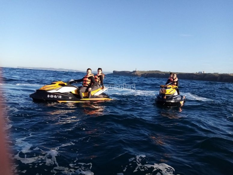 Santander Bay excursion with jet skis