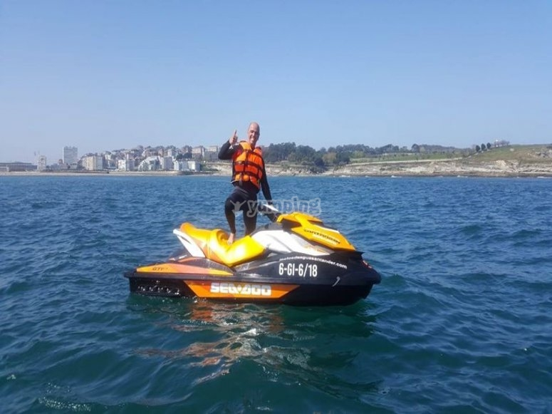 Stop with the jet ski during the route