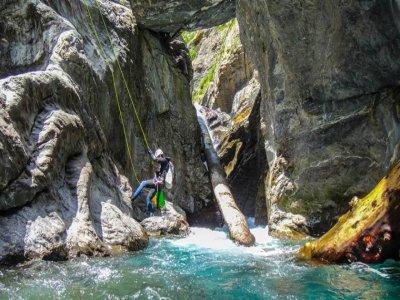 中级Irués峡谷的峡谷探险