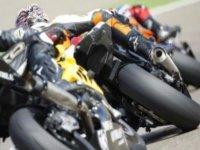 cogiendo una curva en moto