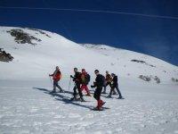 莱昂和阿斯图里亚斯之间的雪鞋行走