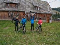 Viajeros con sus bicis