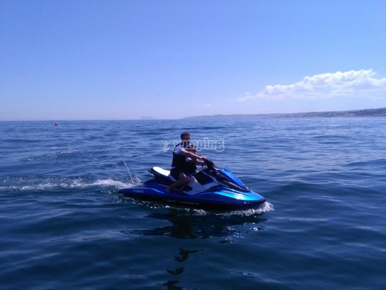 En medio del Mediterráneo con la moto de agua