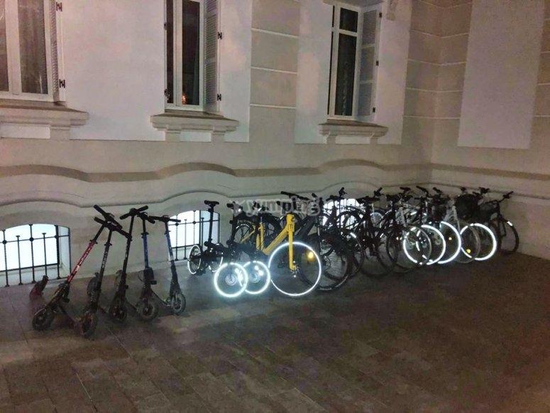 Nuestra flota de vehículos eléctricos de noche