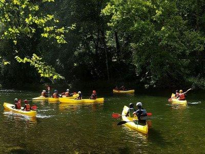 Tour en canoa con guía desde Ampuero 3 horas