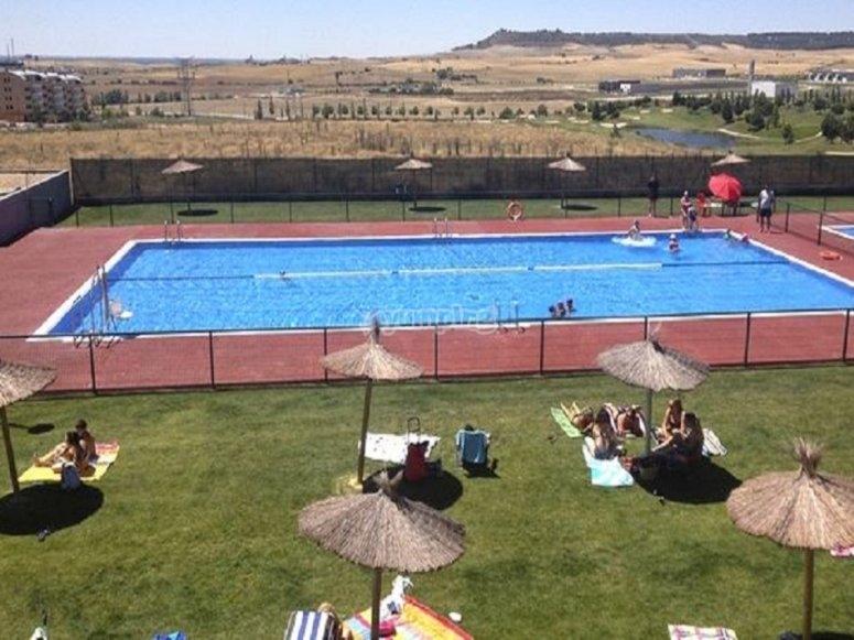 设施游泳池的景色