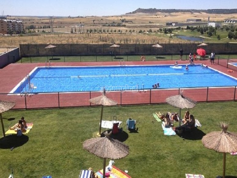 我们拥有宏伟的游泳池