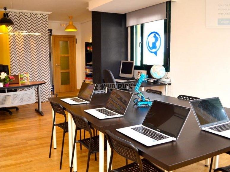 带有计算机的教室