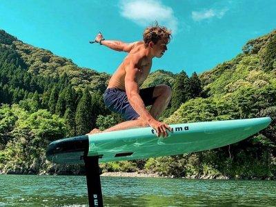 Curso de surf con tabla eléctrica en Málaga 1 hora