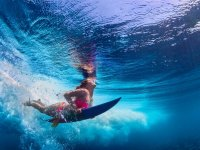 在马拉加海岸冲浪