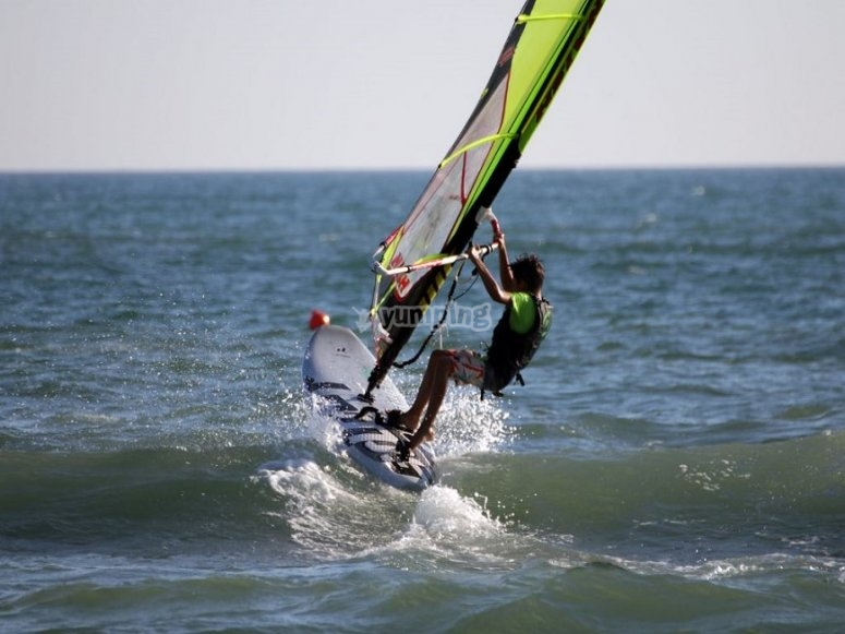 Fare pratica sulla tavola da windsurf