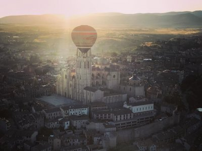 Paseo globo desayuno vídeo y cochinillo en Segovia