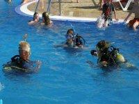 Primeras experiencias en aguas confinadas