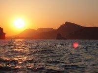 在航行时观看日落