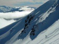 环境的壮观美景下雪的边远地区滑雪