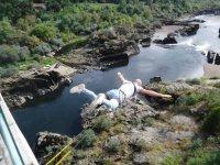 Saltando del puente en Frieiras