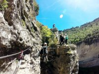 K4节桥铁索攀岩水平固定在U形钉在Priego