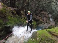 Discesa in corda doppia nel canyon di Maiorca