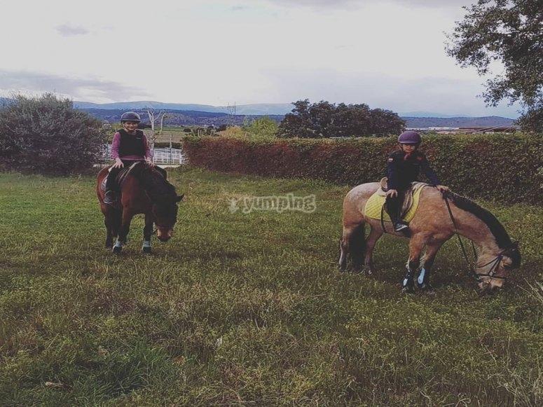 Primeros paseos a caballo