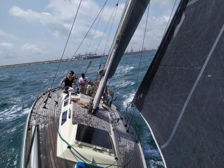 乘船游览期间的帆船